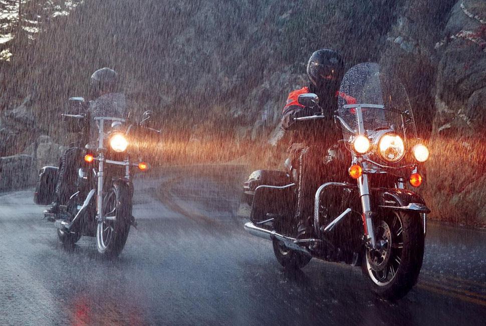 moto pe ploaie