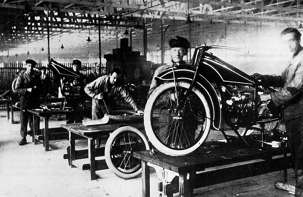 Fabrica BMW anii 20